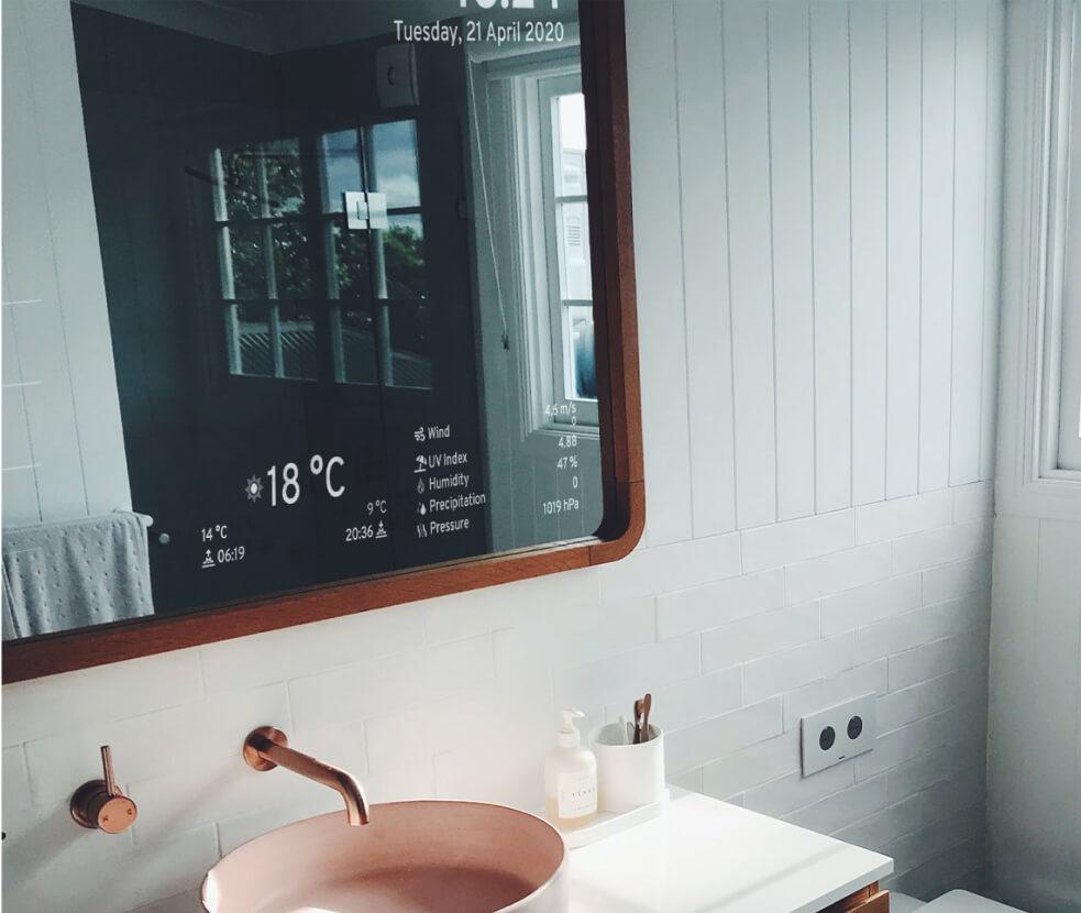 Smart mirror modern